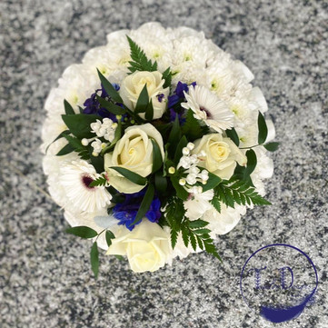 funeral flowers small based posy blue wh