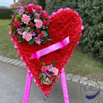 free standing red heart Taylor design su
