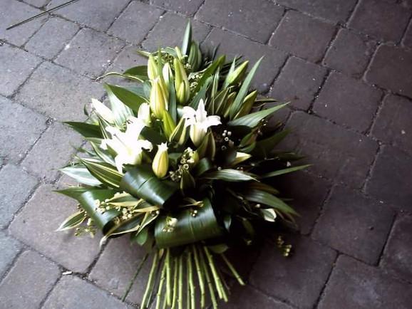 lilly sheaf spray funeral flowers. chobham woking surrey