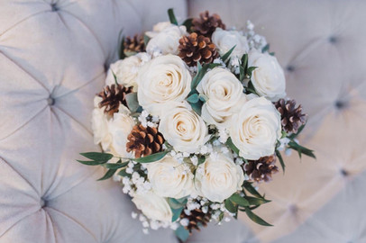 mixed roses and pinecone bouquet