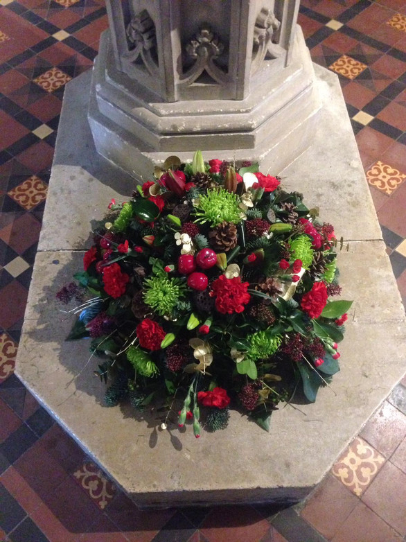 red and green posy funeral flowers by Taylor designs, Chobham, woking