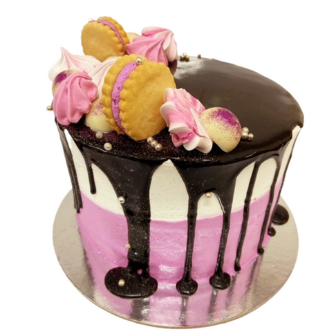 drip cake with biscuits