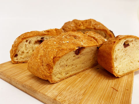 olive bread cut 5.jpg