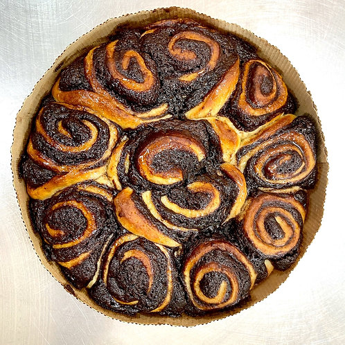 chocolate scroll cake - round