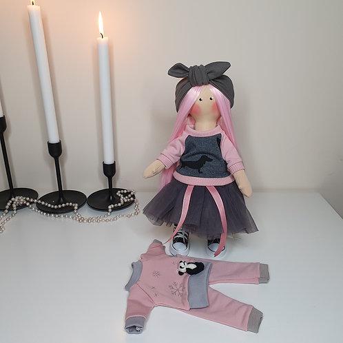Lalka z garderobą