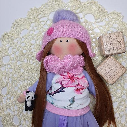 Lalka zimową w czapeczce z szalikiem