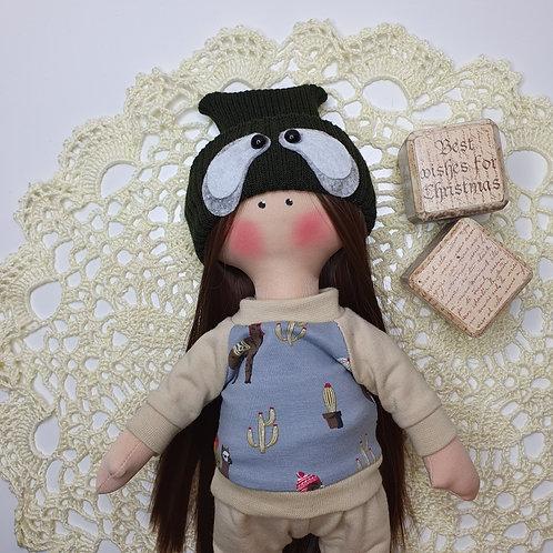 Lalka sportowa w czapeczce z panda