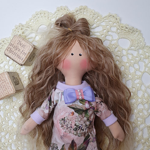 Laleczka w dresowej sukience