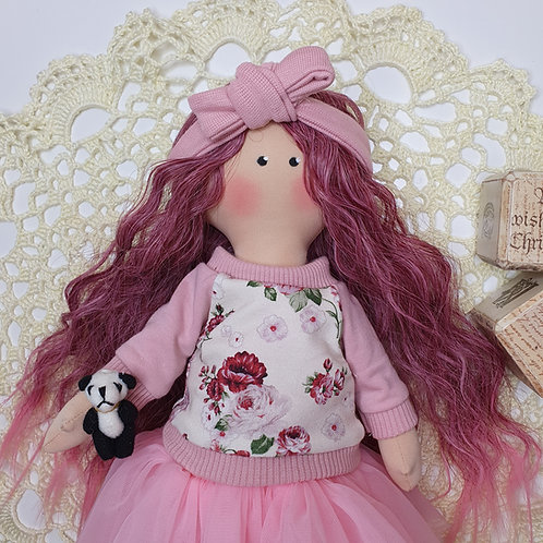 Lalka z różowymi włosami