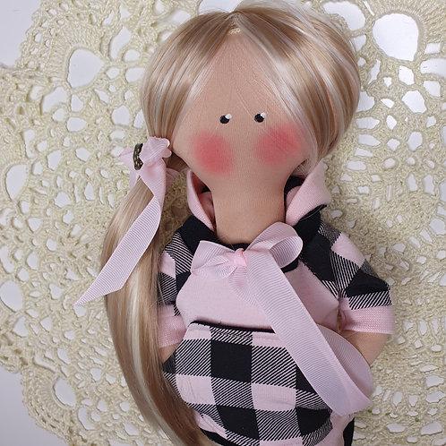 Lalka w dresowej sukience z kieszonką