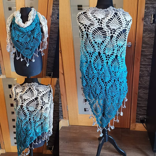 Gradient blue to white pineapple shawl