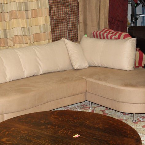 Sectional Sofa w/ Curved Chaise and Pull-out Bed