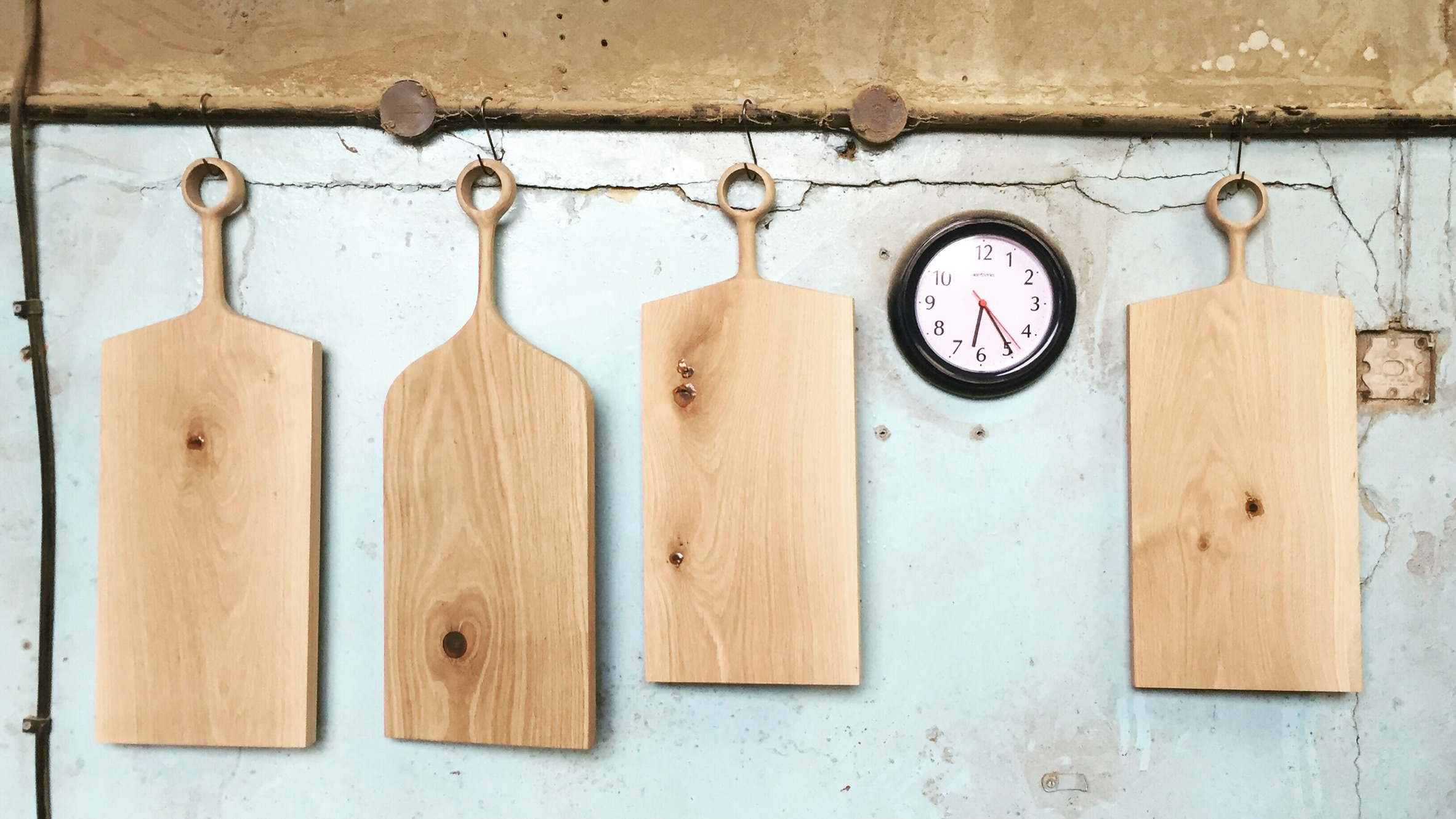 Oak chopping boards handmade from single pieces of wood by wood artist and carver Jamie Gaunt in the