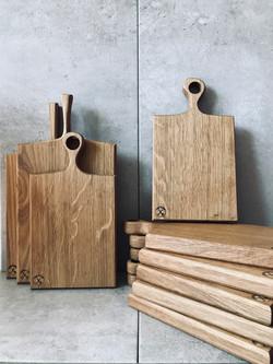 Mini picnic board in oak by Kent based d
