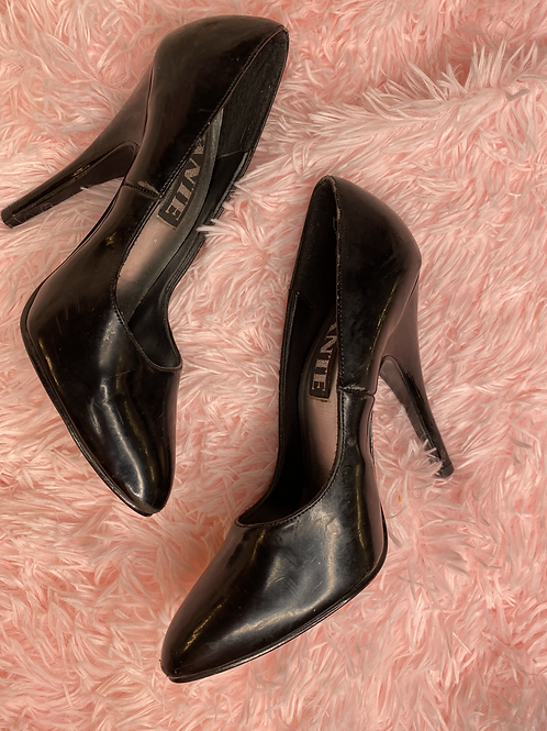 Bettie Page style pumps