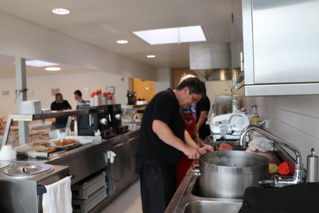 Les cuisiniers à l'oeuvre