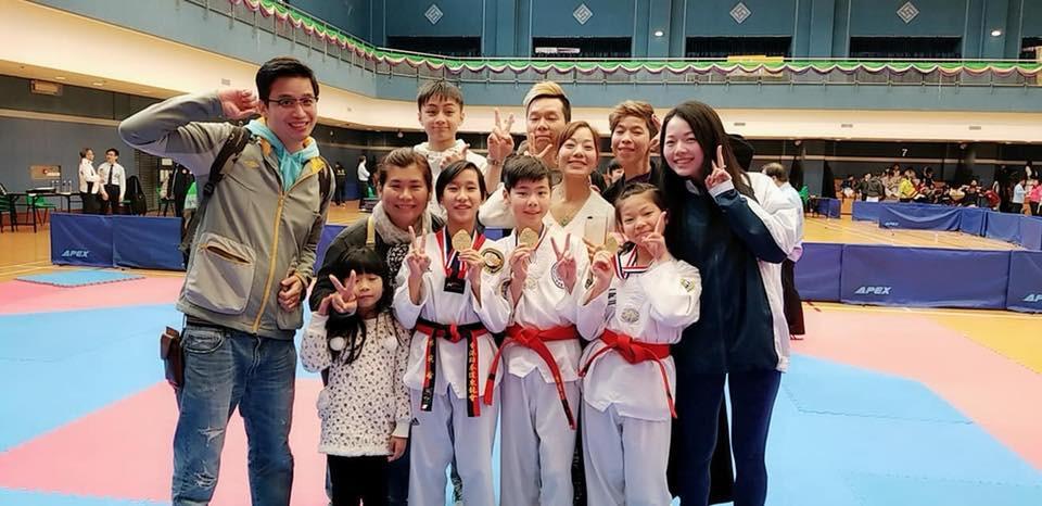 跆拳道老師和學生們