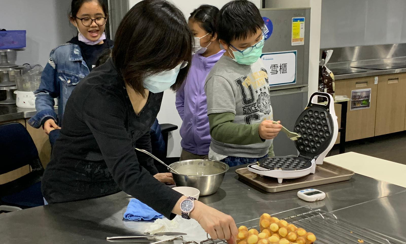 製作雞蛋仔班