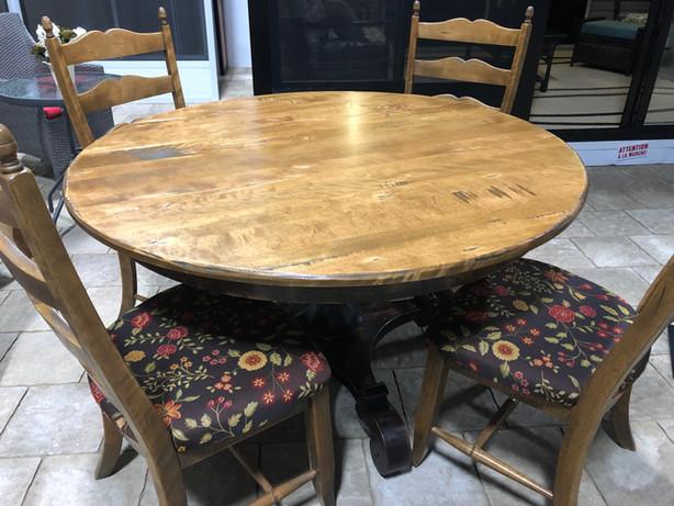 Démo Table usagée en bois + 4 chaises