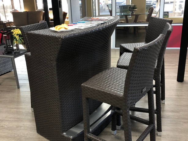 Demo Used bar set + 4 outdoor rattan chairs