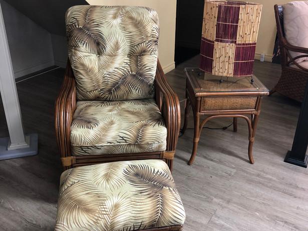 Demo Set of ball chair, ottoman and standing table