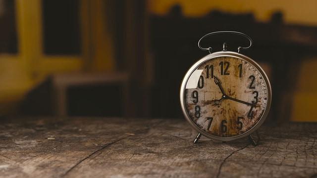 routine matinale, alarme, réveil, practice, méditation, Yoga