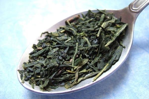 Se servir du thé vert pour venir à bout de ses points noirs