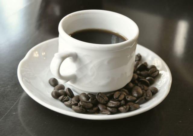 Boire du café pour lutter contre l'asthme