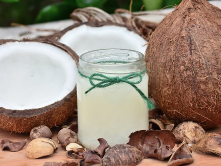 Les avantages de l'huile de noix de coco sur les cheveux