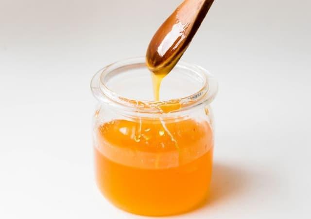 Prendre une cuillerée de miel contre l'asthme