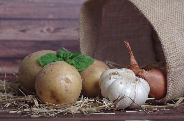 potatoes potato garlic onion peel potatoes food vegetables potato sack bag plant raw kitchen work agriculture potato skins potato peeler cook vegetarian potatoes potatoes potatoes potato potato potato potato potato