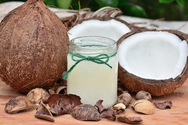 Coconut oil against eye infection