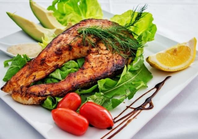 Manger du saumon pour contrer l'asthme