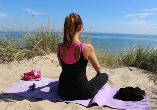 Faire du yoga pour éviter la sciatique