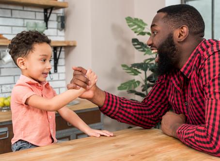Pare de elogiar seus filhos! Você pode estar prejudicando eles!
