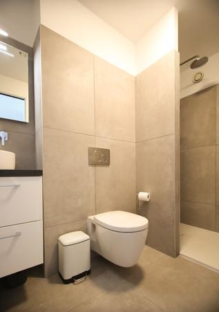 Bathroom, Cannes