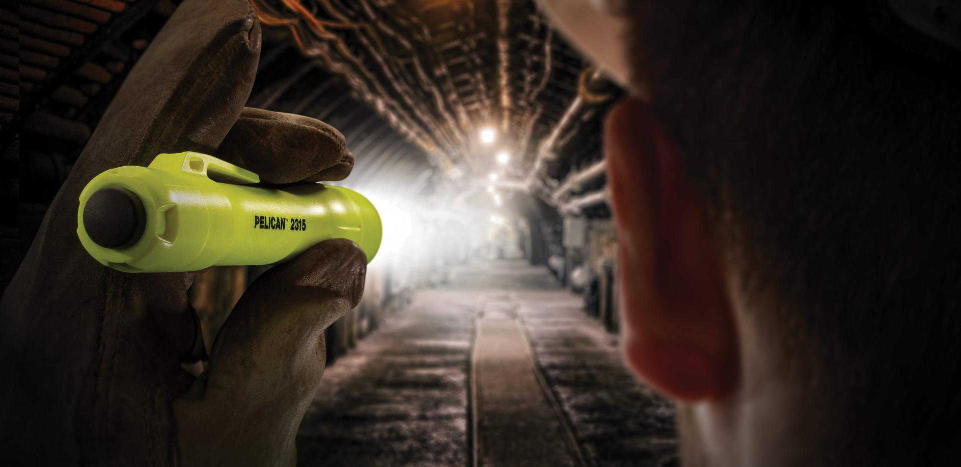 pelican-2315-flashlight-01.jpg