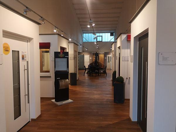 Ausstellung 1.jpg