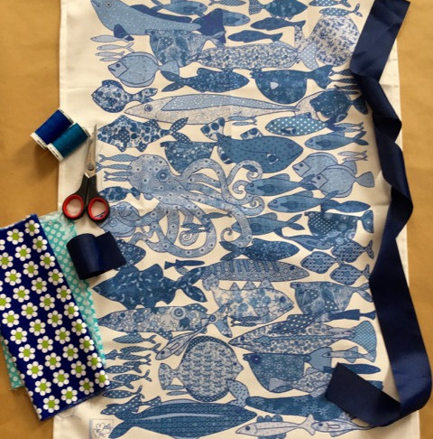 How to make a really great  apron out of our gorgeous  MollyMac Tea Towels  in no time at all.