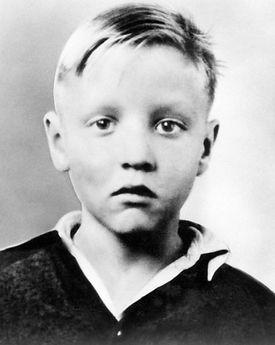 School photo of Elvis around 1941.