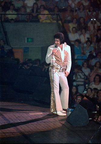 Elvis in Indianapolis, Market Square Arena, Indiana. June 26, 1977.