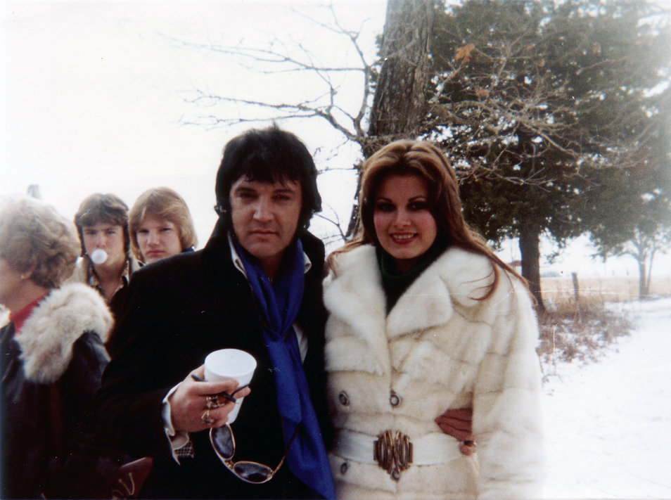 Arkansas, January 13, 1977. Elvis with Ginger at grandfather's funeral. Erik Lorentzen.JPG