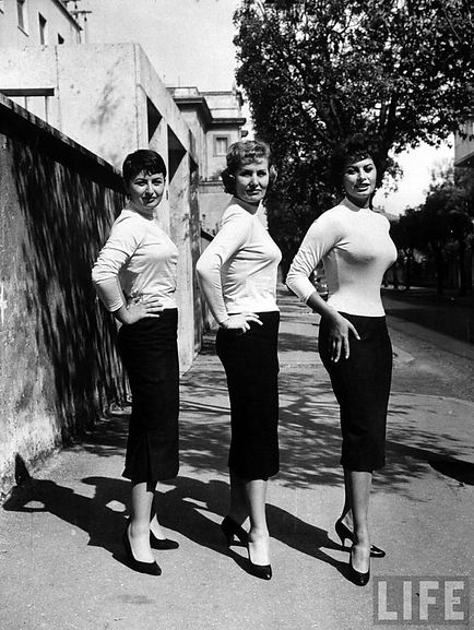 Sophia, mother Romilda and sister Maria Scicolone for TIME Life magazine, December 1957