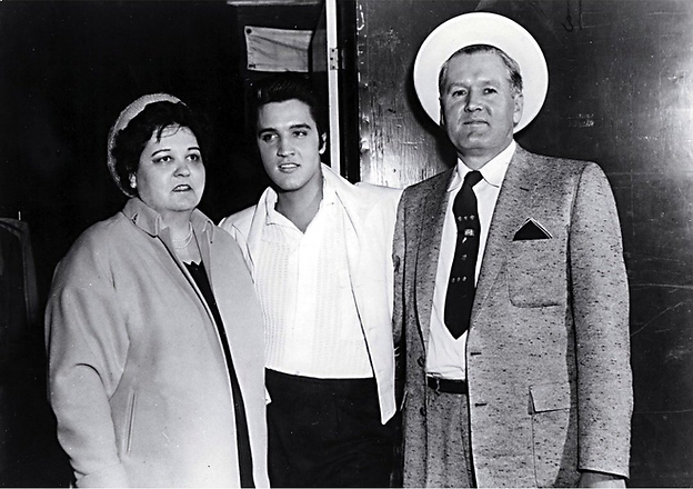 Gladys and Vernon visiting the Paramount