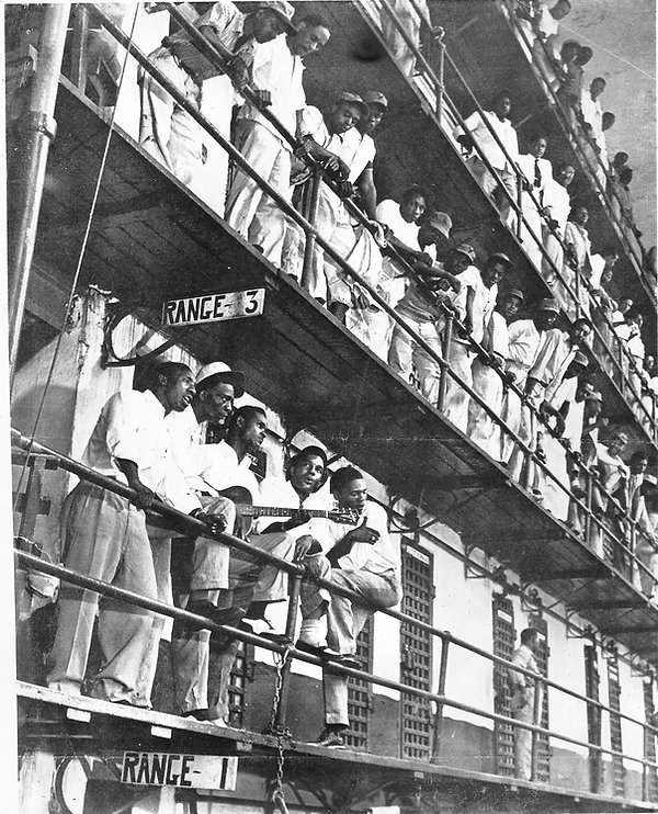 The Prisonaires, lower tier at left, wer