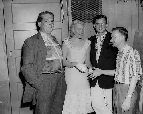Johnny Cash in 1956 with Charlie Lamb, Bob Neal and Audrey Williams..jpg