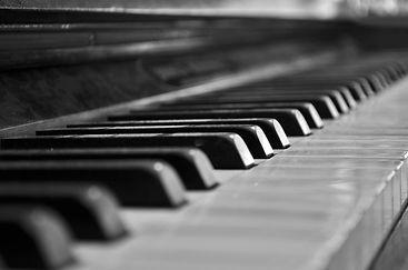B&W_piano_4.jpg