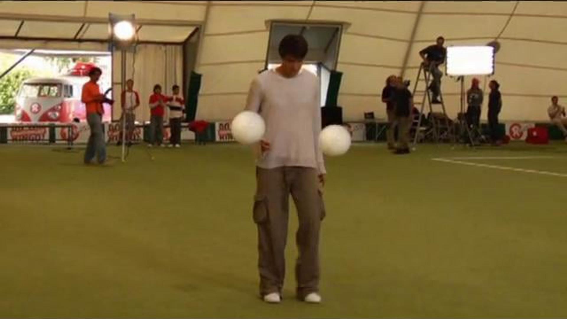 RINGO 'Kaka plays with 2 balls'