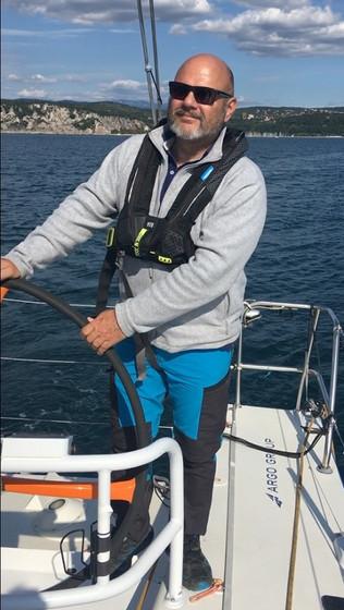 ia sailing sisi Skipper Frank.jpg