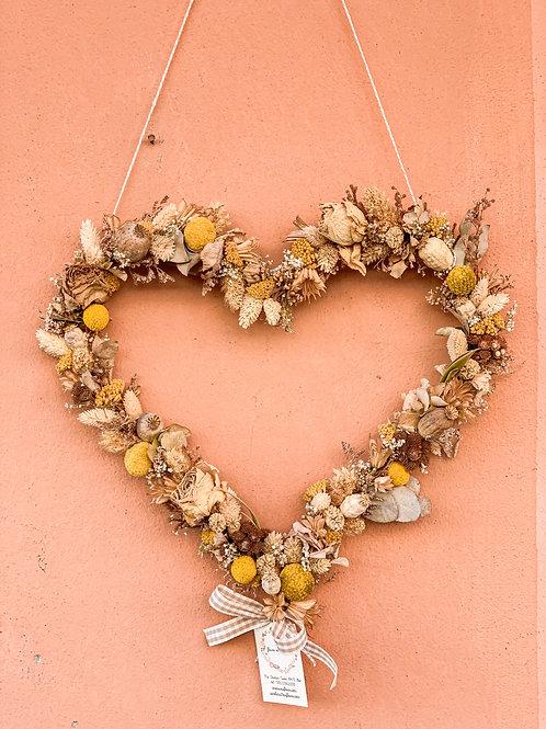 cuore di fiori secchi giallo